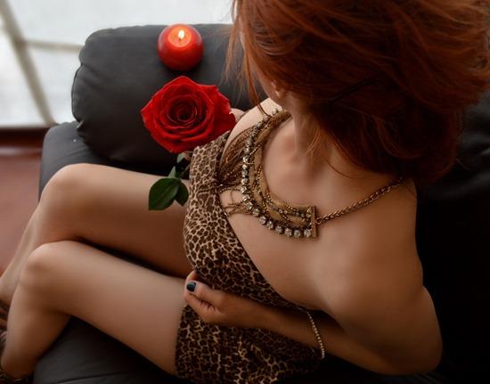 women-1303764_1920